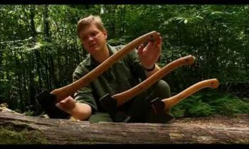 Ray Mears – Choosing and using an axe, Bushcraft Survival